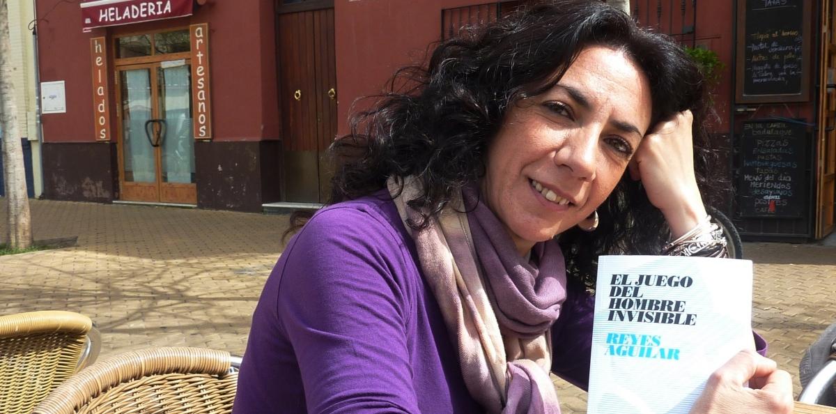 """Reyes Aguilar: """"Escribo para soñar; ése es el mayor precio"""""""